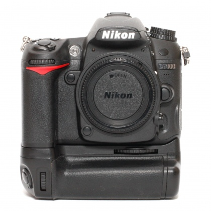 Used Nikon D7000 body with Battery Grip