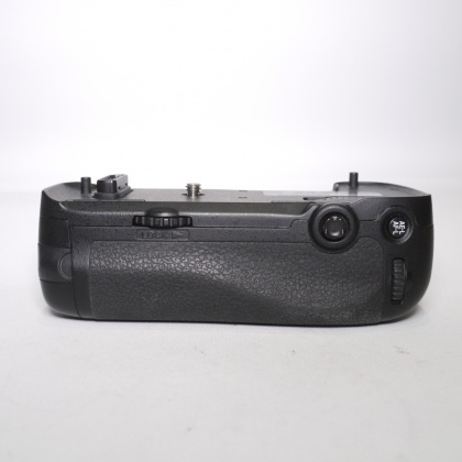 Used Nikon MB-D16 battery grip