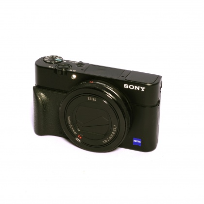 Used Sony DSC-RX100 IV with moulded grip