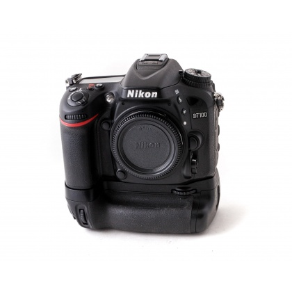 Used Nikon D7100 body with MB-D15 Grip