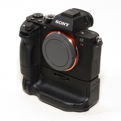 Used Sony A7R MkII body and grip