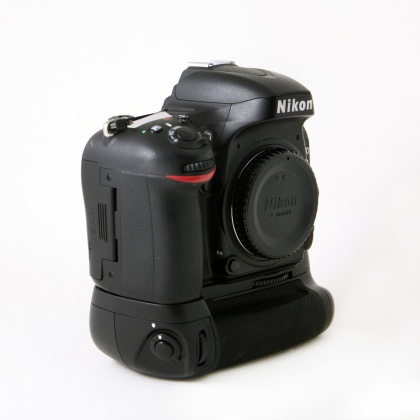 Used Nikon D610 body with MB-D600 Grip