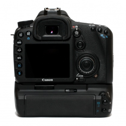 Used Canon EOS 7D body with Hahnel Grip